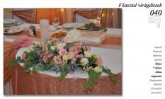 12-6 Főasztal virágdíszek-040